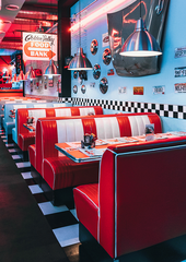 How to Attract Customers to My Restaurant: Offline, Social Media, and Digital Strategies